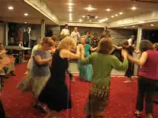 Yiddish Dance: Freylakhs led by Helene Domergue