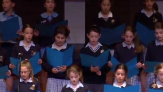 Zog Nit Keynmol – Jewish Youth Choir