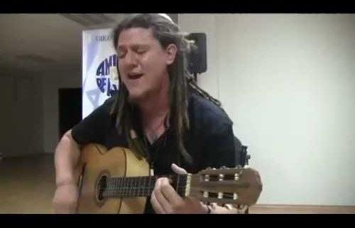 "Adam Kleinberg interpreta ""Od Yavo Shalom"""