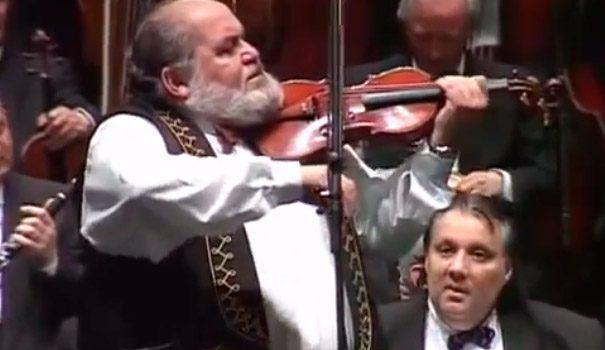 Mayn Yiddishe Mame con la Budapest Gypsy Symphony Orchestra