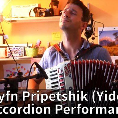Oyfn Pripetchik – Accordion Performance