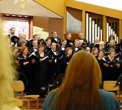 Oyfn Pripetchik – Kol Halev Choir