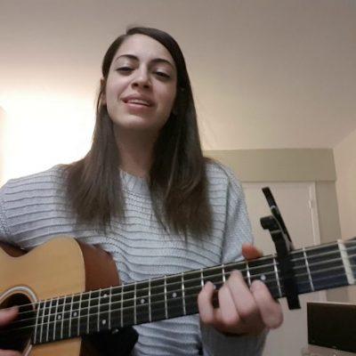 Oyfn Pripetchik – Voice with Guitar Accompaniment