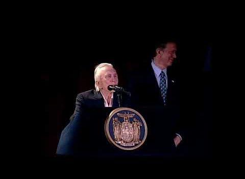Kirk Douglas Receives Lifetime Achievement Award | Sings Yiddish | 2002